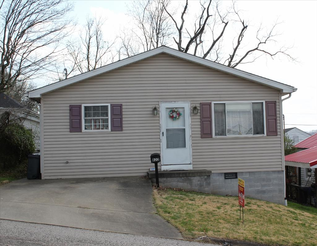 822 8th St, Nitro, WV 25143
