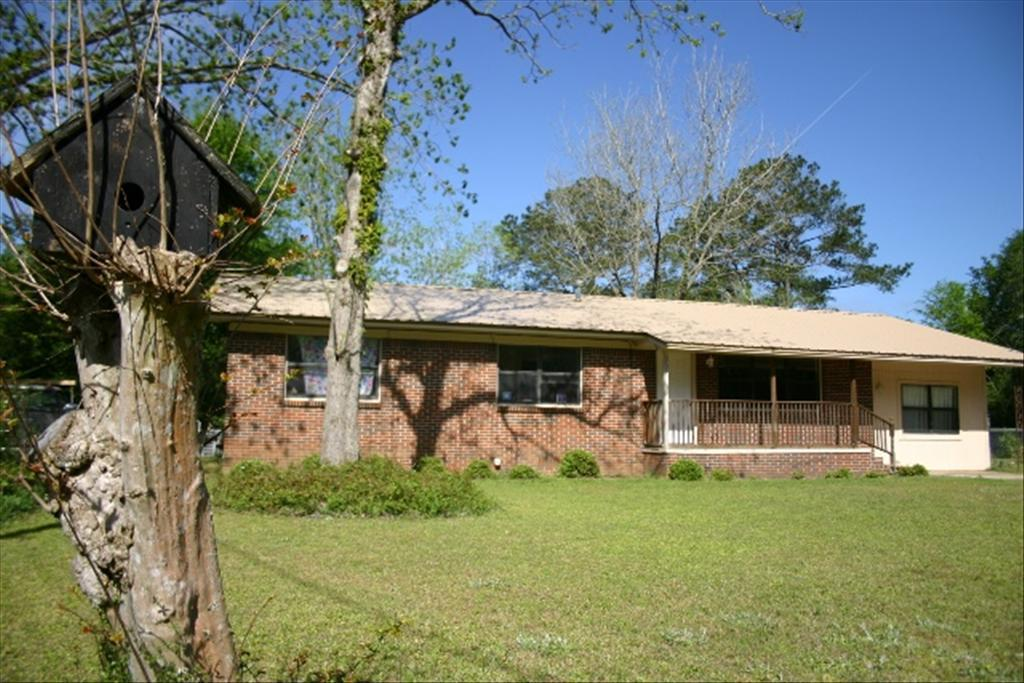 207 Jones Rd, Crestview, FL 32536