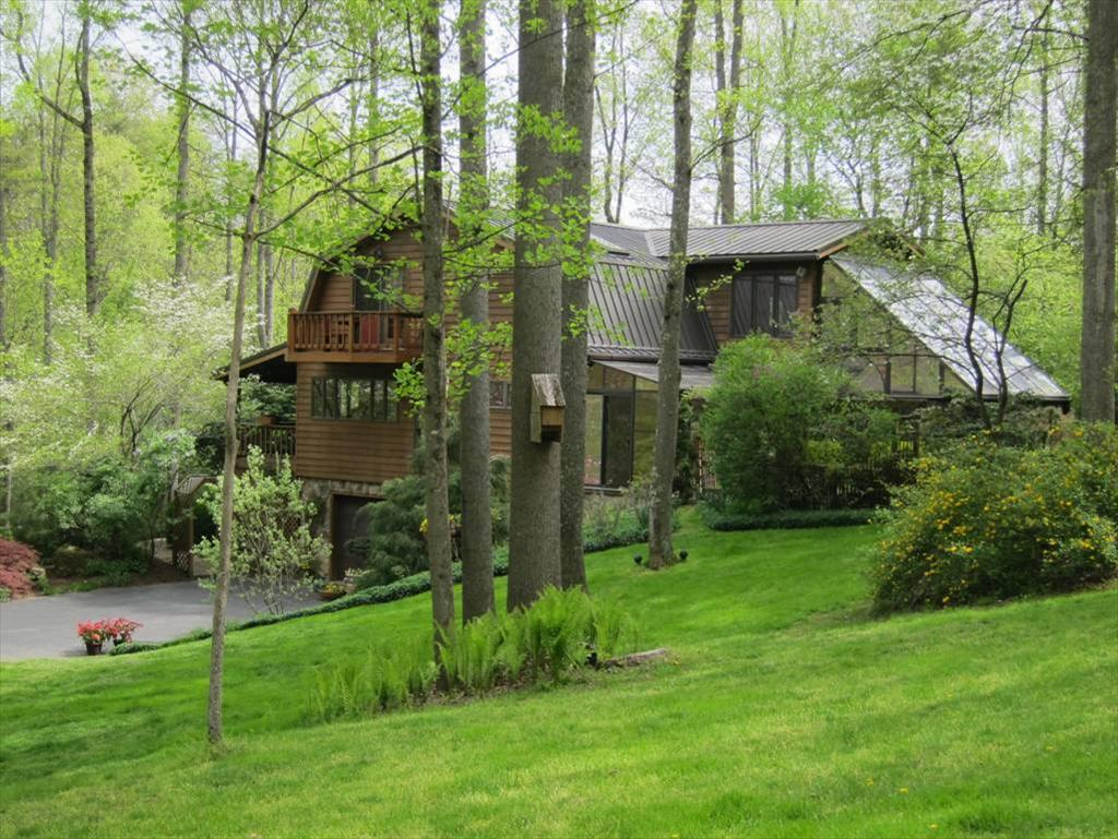 170 Rustic Highlands, Hurricane, WV 25526