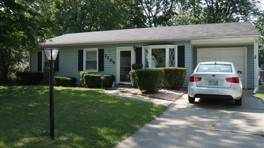1709 Parkway Dr N, Maumee, OH 43537