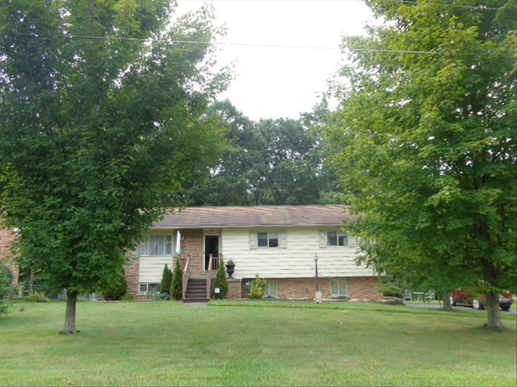 104 Eastview Ln, Beckley, WV 25801