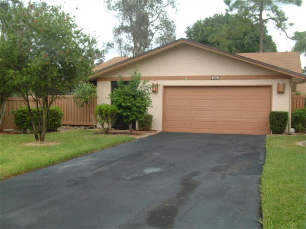 6521 Royal Woods Dr, Fort Myers, FL 33908