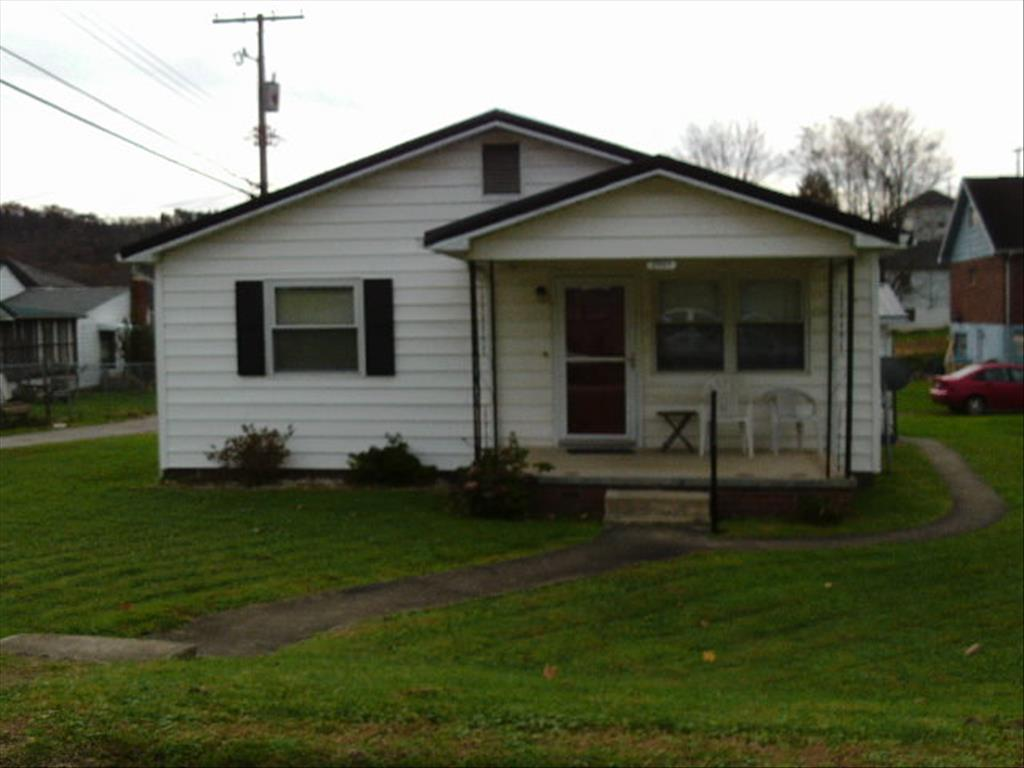 8043 Park Ave, Hamlin, WV 25523