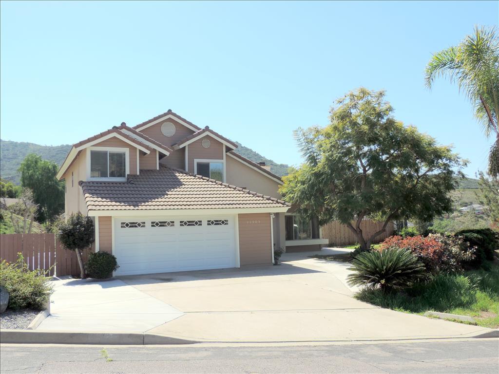 11305 Canyon Park Dr, Santee, CA 92071