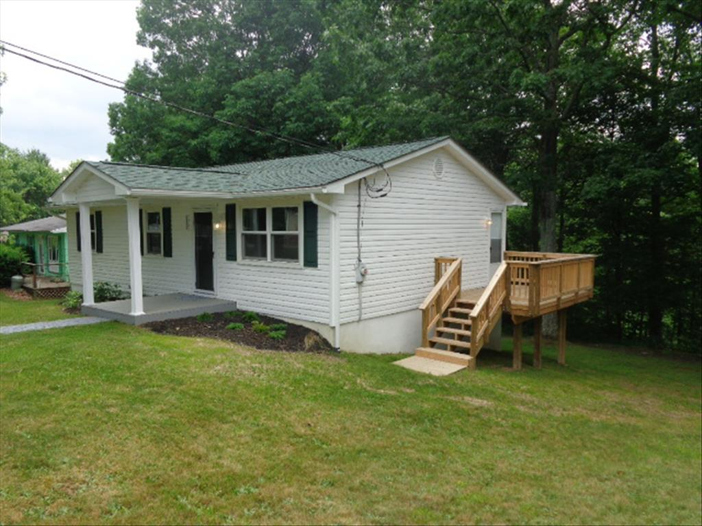 232 Wayne St, Glen Morgan, WV 25813