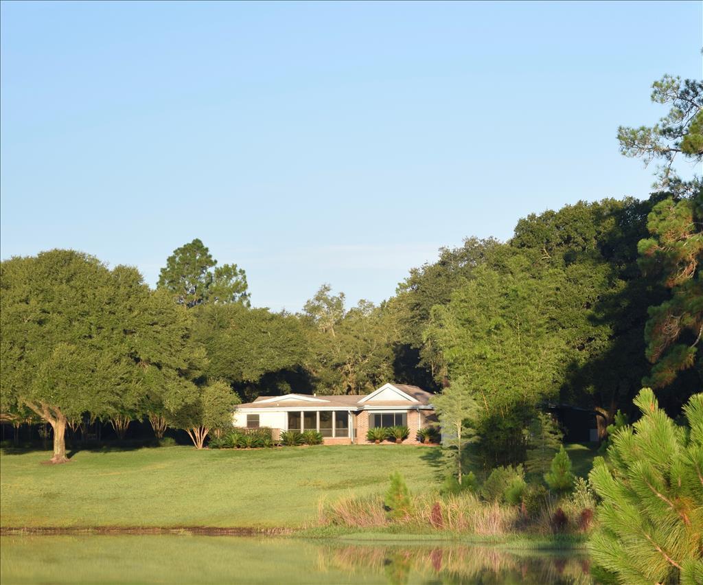 1657 Caroline St, De Leon Springs, FL 32130