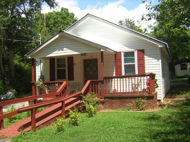 115 Cotton St, Commerce, GA 30529