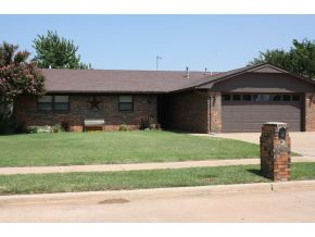 704 Windsor Ave, Altus, OK 73521