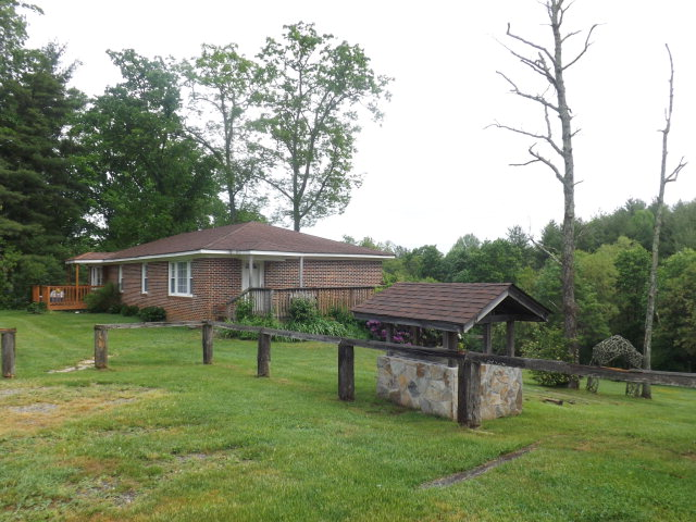 40 Glade Valley Church Rd, Glade Valley, NC 28627