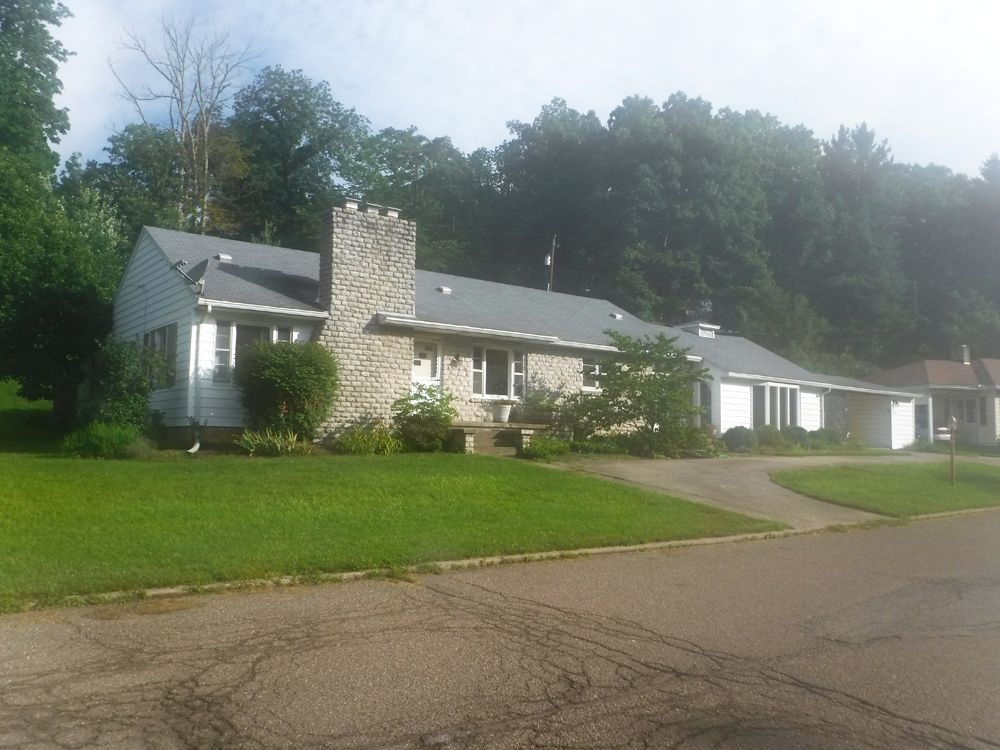 131 Pine Grove Dr, Nelsonville, OH 45764