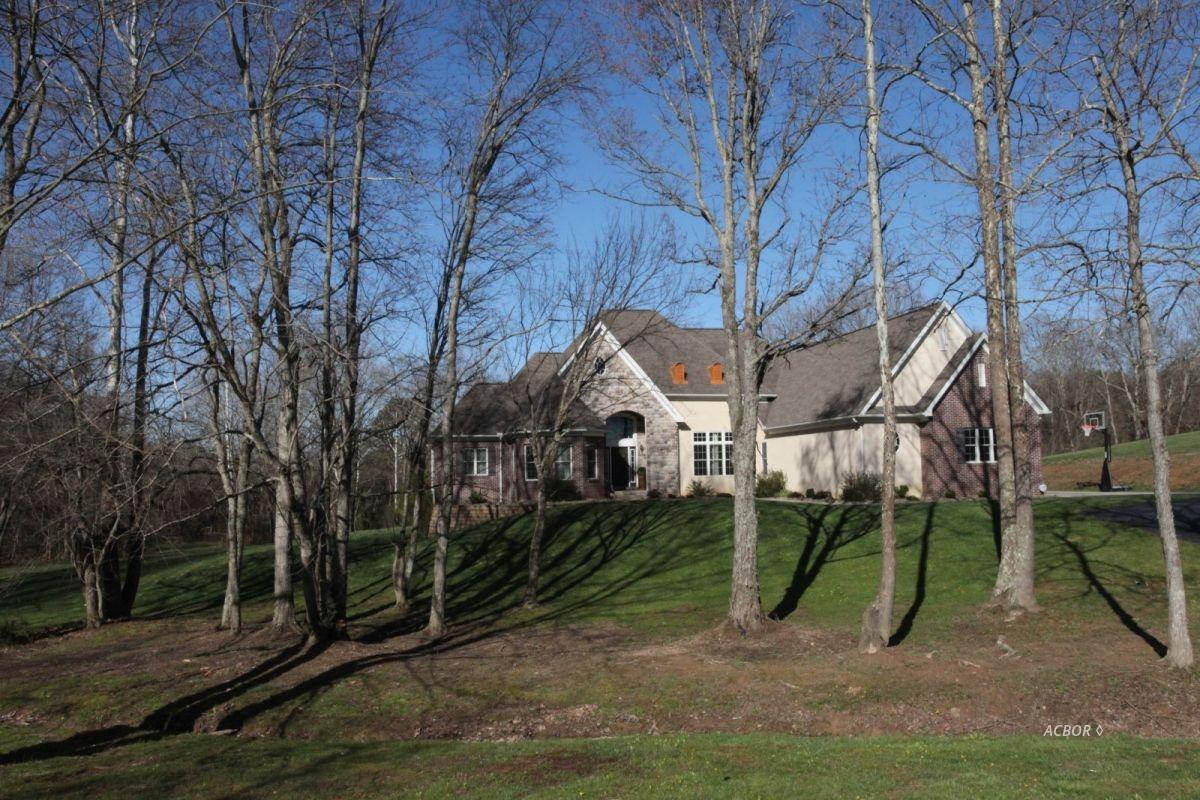 105 Hemlock Hills Dr Bidwell, OH 45614