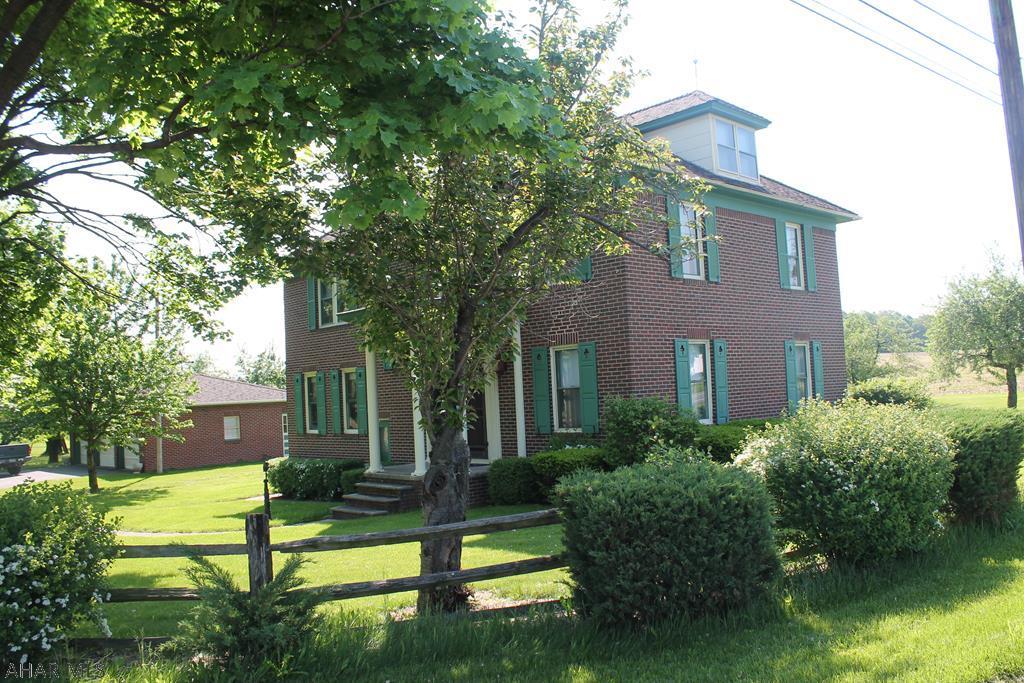 1132 Cross Cove Road Martinsburg, PA 16662