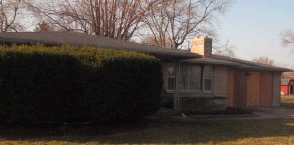 811 Valley Dr, Anderson, IN 46011