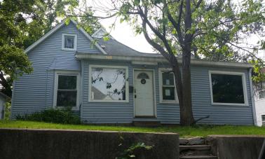 913 S 5th St, Atchison, KS 66002