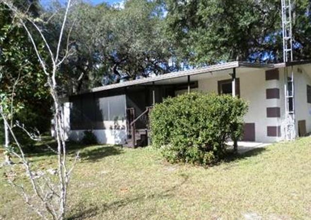 137 Woodland Ln, Hawthorne, FL 32640