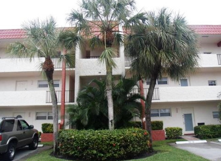 8980 S Hollybrook Blvd # 202, Pembroke Pines, FL 33025