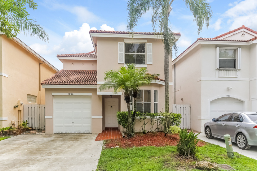 3890 Fern Forest Rd, Hollywood, FL 33026