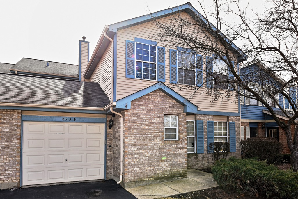 8313 Highpoint Cir Unit F, Darien in  County, IL 60561 Home for Sale