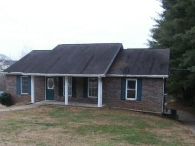 216 Hawkins Rd, Clarksville, TN 37040