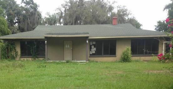 2250 Crescent Dr, Mount Dora, FL 32757