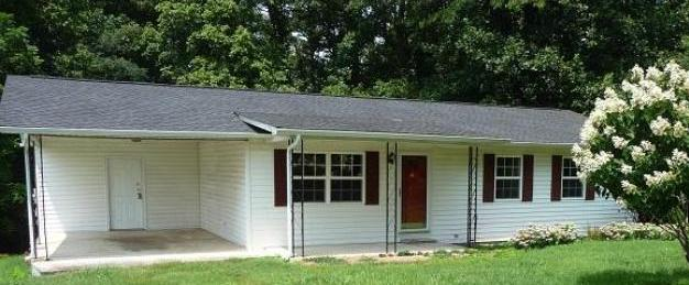 449 Maple St, Harriman, TN 37748