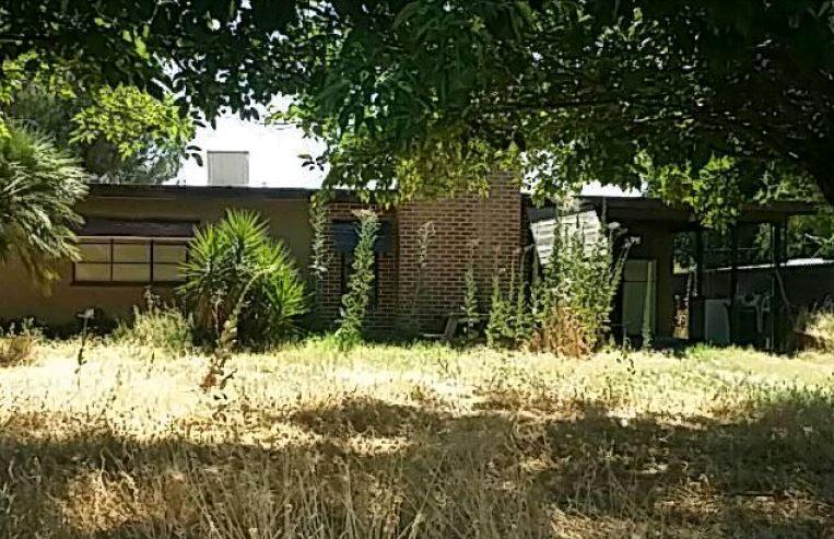 Photo of 96 S Leggett St  Porterville  CA