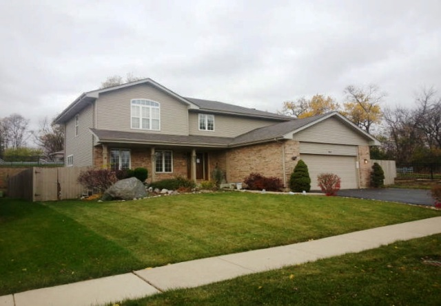 1064 Greenbriar Dr, Glendale Heights, IL 60139