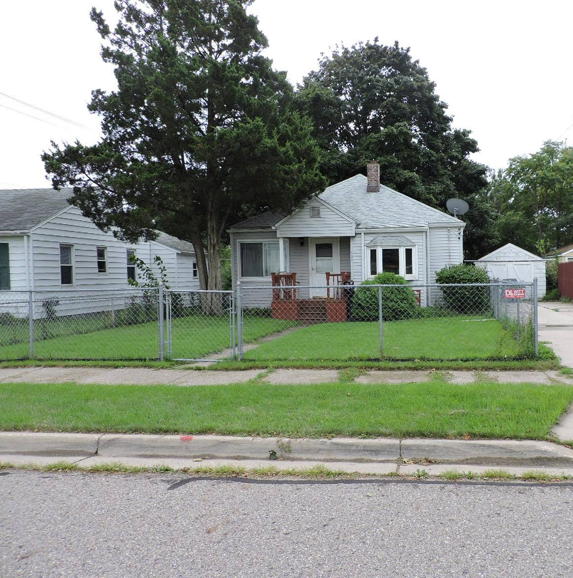 Photo of 736 E Harris St  Lansing  MI