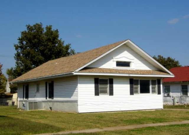 606 W College Ave, Blackwell, OK 74631