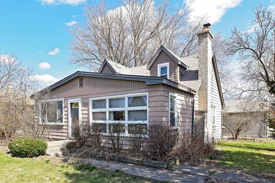 7313 Clarendon Hills Rd, Darien in  County, IL 60561 Home for Sale