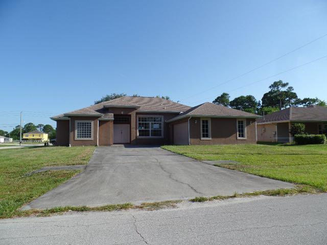 2002 SW Kimberly Ave, Port St Lucie, FL 34953