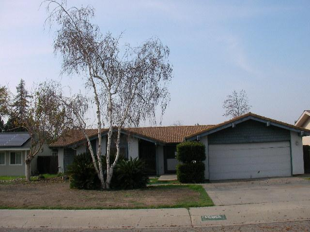 2625 S Fulgham St, Visalia, CA 93277