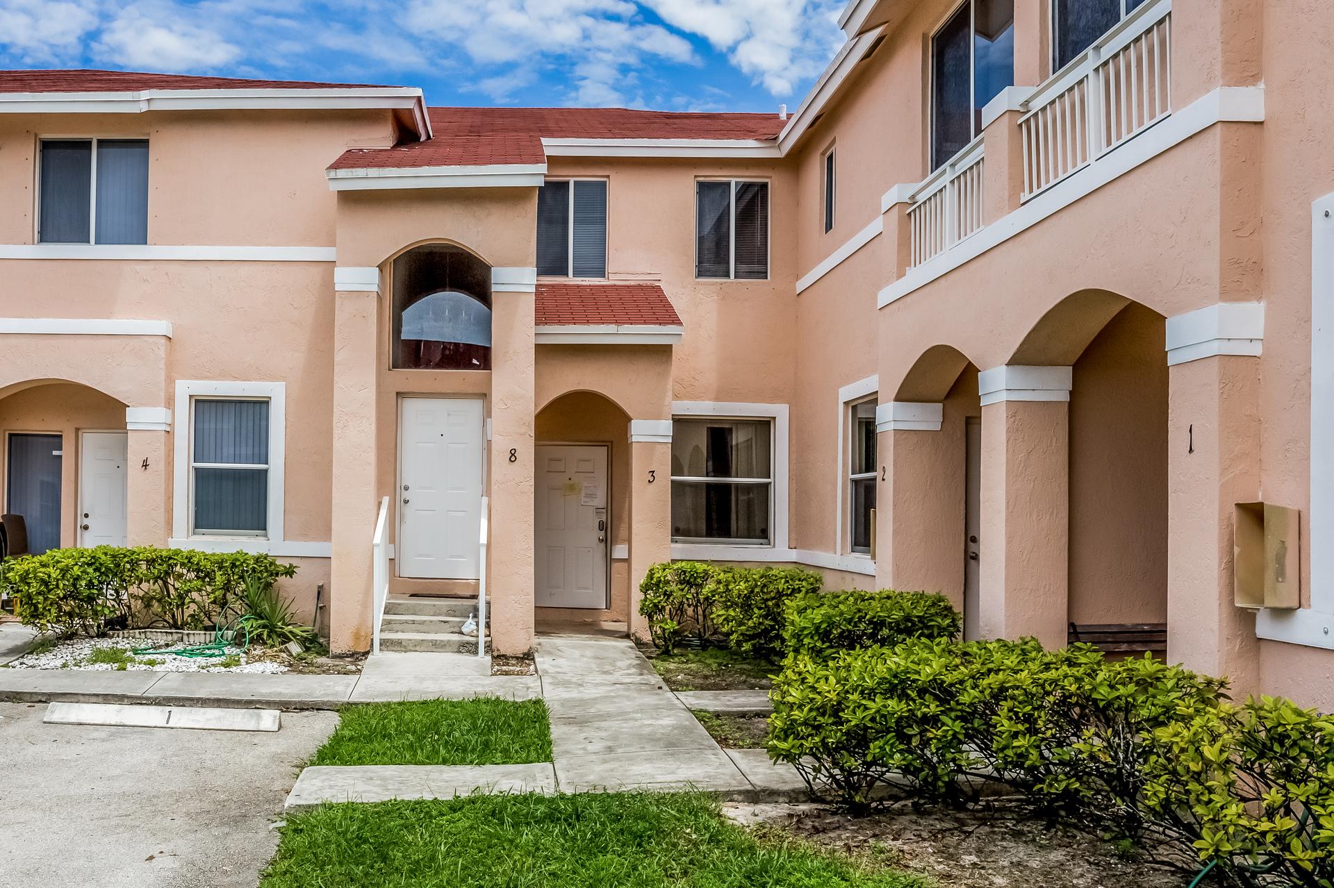 21255 NE 8th Pl, Miami, FL 33179