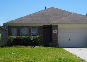 5041 Willow Point Dr, Conroe, TX 77303
