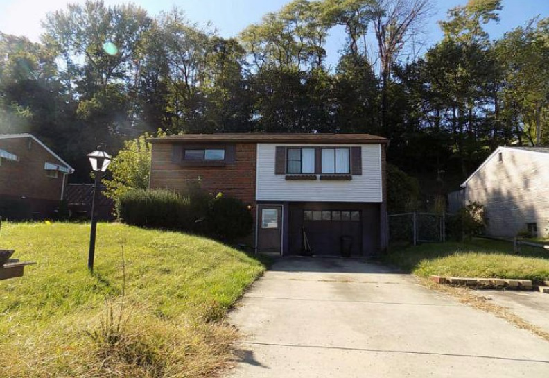 Photo of 801 Colonial Manor Rd  Irwin  PA