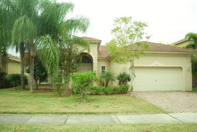 6132 Santa Margarito Dr, Fort Pierce, FL 34951