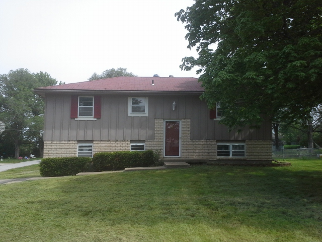 908 S 4th St, Louisburg, KS 66053