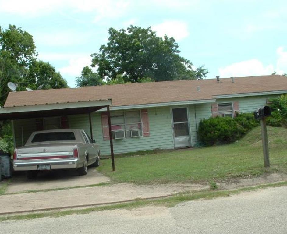 718 Dyer St, Rockdale, TX 76567