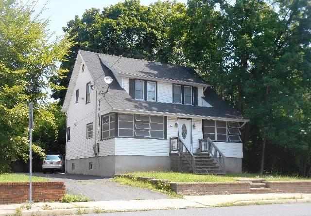 586 Somerset St, North Plainfield, NJ 07060