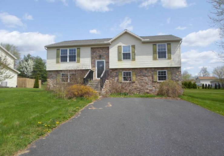 72 Mccandless Dr, East Berlin, PA 17316