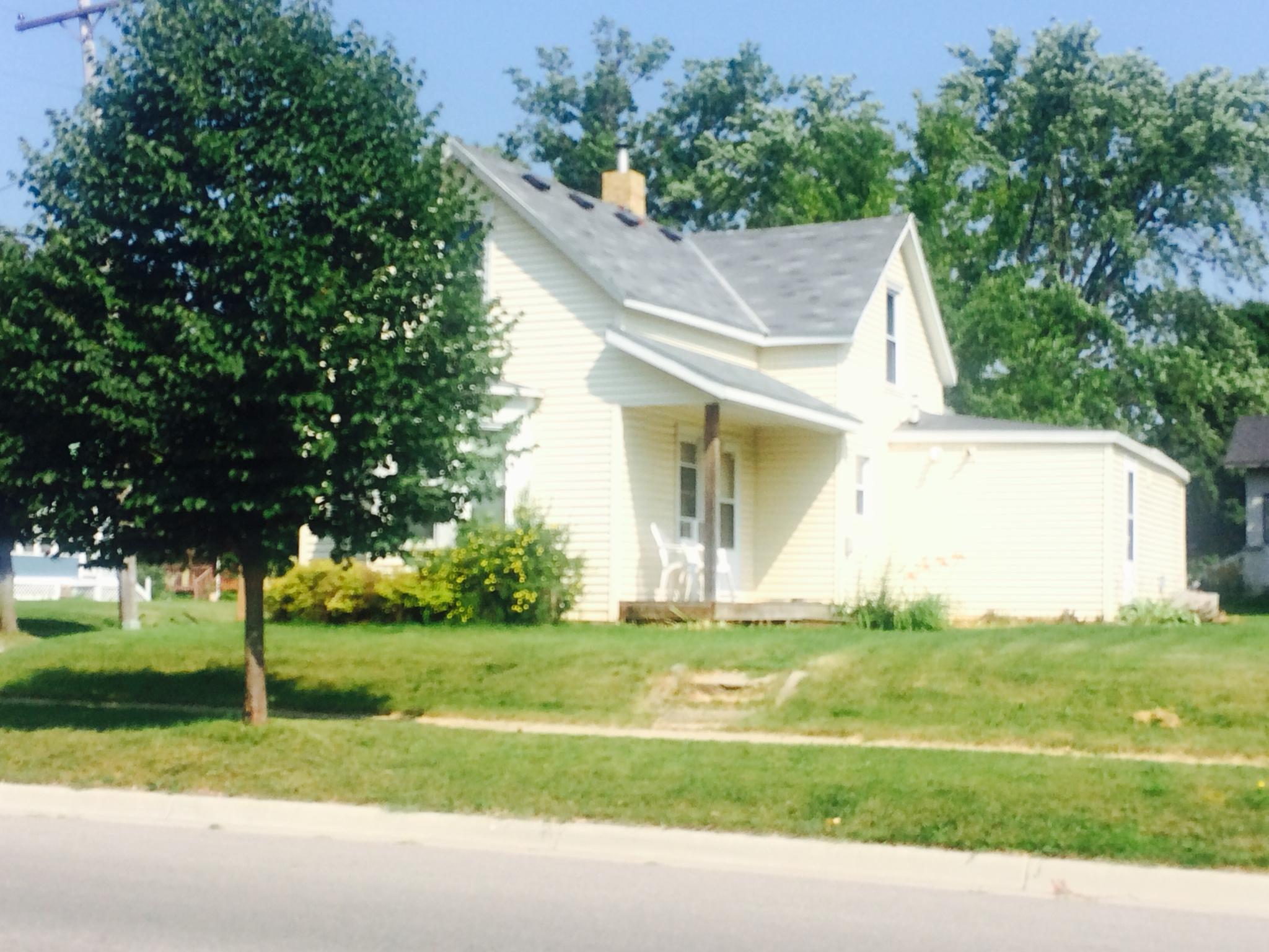 Photo of 1022 Trott Ave SW  Willmar  MN