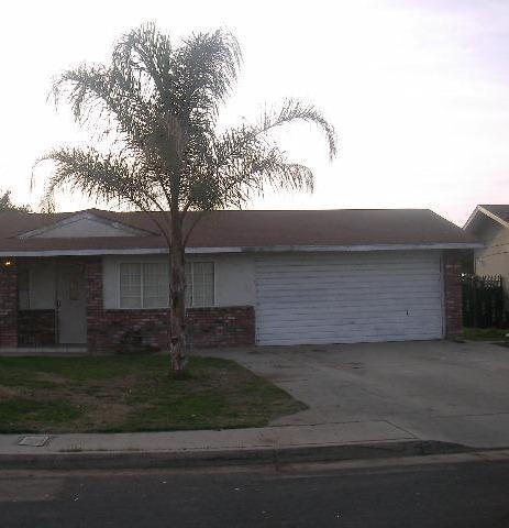 1043 Sindlinger St, Lindsay, CA 93247