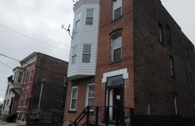 32 Douw St, Troy, NY 12180