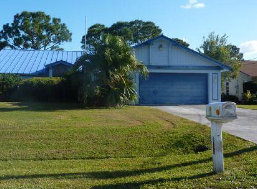 466 Se Walters Ter, Port Saint Lucie, FL 34983