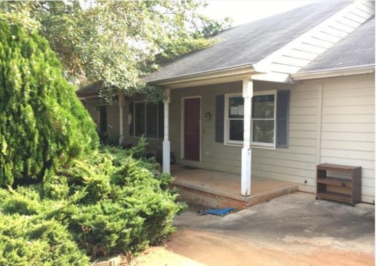 Photo of 144 Grove Dr  Maysville  GA