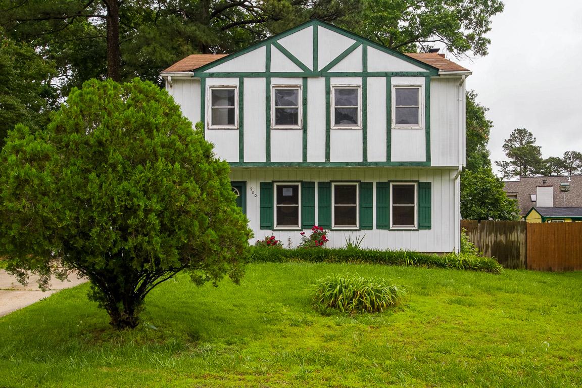 Photo of 980 Red Oak Cir  Newport News  VA