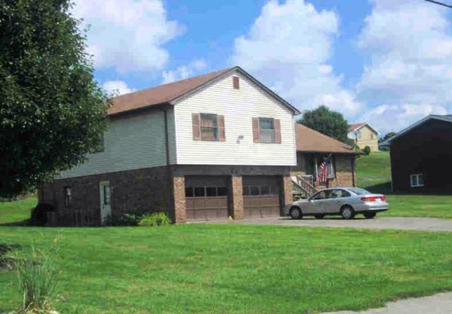 651 Gladden Rd, Canonsburg, PA 15317