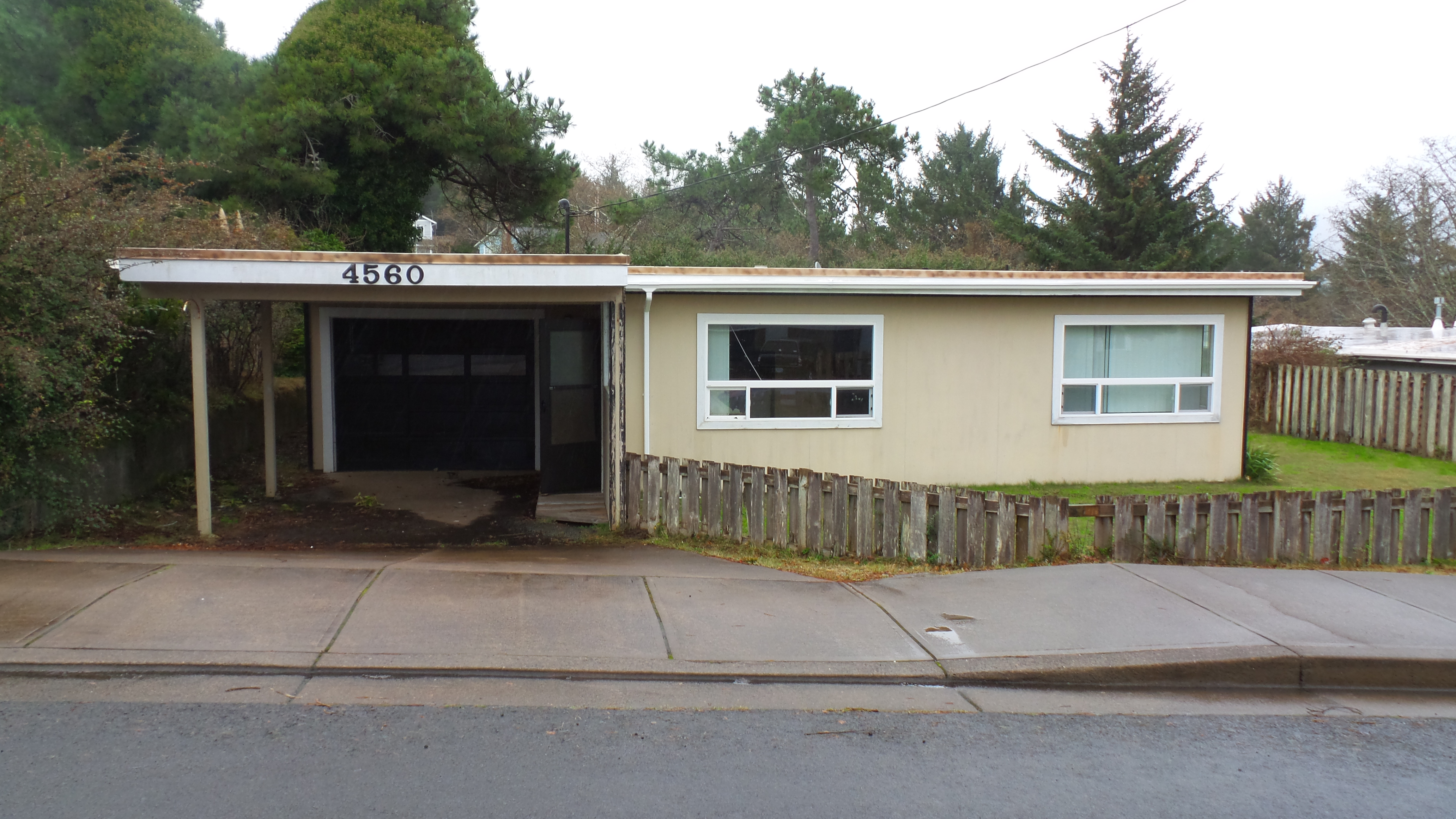Photo of 4560 Se High School Dr  Lincoln City  OR