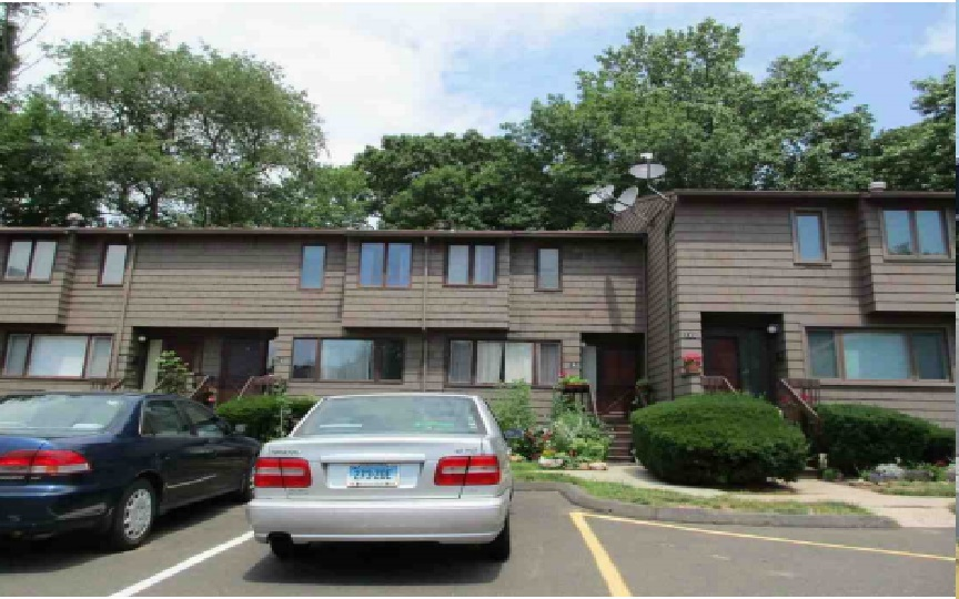 144 Towne House Rd, Hamden, CT 06514