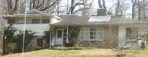 896 Hollow Rd, Wayne, PA 19087